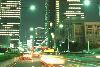 東京為替:ドル・円は107円30銭台で推移、株安継続もドル売りは拡大せず